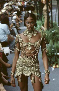 Naomi Campbell, Christian Dior by John Galliano F/W 1997 Haute Couture Dior Haute Couture, Couture Fashion, Runway Fashion, Fashion Art, High Fashion, Fashion Show, Vintage Fashion, Fashion Design, 1950s Fashion