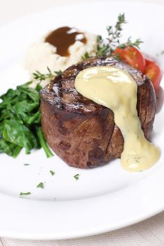 Grilled filet mignon with bernaise sauce hile this recipe will take some time to prepare, it is well worth it. You can prepare the bernaise sauce shortly before the steaks go on the grill. Steak Recipes, Sauce Recipes, Cooking Recipes, Bernaise Sauce, Masterchef, Mushroom And Onions, Mushrooms, Beef Dishes, Food Plating