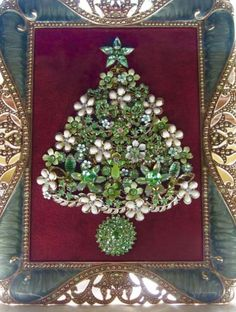 Vintage Framed Jewelry Christmas Tree Z Jeweled Christmas Trees, Christmas Tree Art, Christmas Jewelry, Christmas Projects, Holiday Crafts, Vintage Christmas, Christmas Decorations, Xmas Trees, Costume Jewelry Crafts