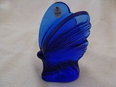 Fenton Glass Butterfly Though not a real butterfly here. it is a Beautiful Deep Blue Glass Butterfly and should be noticed and appreciated for it's beauty. Glass Butterfly, Blue Butterfly, Bleu Cobalt, Fenton Glassware, Cobalt Glass, Glass Figurines, Glass Animals, Love Blue, Carnival Glass