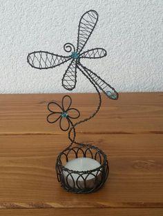 Svícínek vážka s květinou