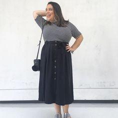 Pose! Pose! Pose! 💃🏻💁🏻 #listras #stripes #pb #blackandwhite #bw #midiskirt #oxford #silver #lookdadaphne #lookdodia #ootd #outfitoftheday #moda #fashion #blogueirademoda #fashionblogger #blogdemoda #fashionblog #blogger #blogueira #style #estilo #Iovebag #rsbloggers #cbrs2017 #lifeasdaphne