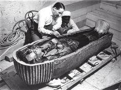 Il 9 maggio 1874 nasceva Howard Carter. Archeologo ed egittologo, scoprì la tomba di Tutankhamon.