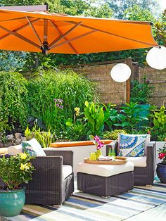 This oversize umbrella ties the outdoor room together while giving guests a place to socialize.