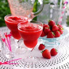Frozen strawberry daiquiri - cocktail recipes - Good Housekeeping