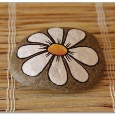 DIY Ideas Of Painted Rocks With Inspirational Picture and Words, – My Pins – Malerei Pebble Painting, Pebble Art, Stone Painting, Diy Painting, Painted Rocks Craft, Hand Painted Rocks, Painted Stones, Painted Pebbles, Rock Painting Ideas Easy