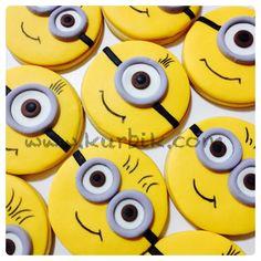 Minion cookies Bingo Cake, Minions, Minion Cookies, Cupcake Cakes, Cupcakes, 3rd Birthday Parties, Cookie Ideas, Decorated Cookies, Baking Ideas