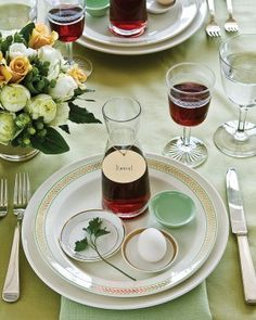 We've gathered our favorite ideas for your Passover seder, including holiday menus, matzo covers, spring centerpieces, and table decorations. decorations 15 Passover Entertaining Ideas for the Whole Family Passover And Easter, Passover Seder Plate, Passover Food, Passover 2015, Passover Holiday, Passover Recipes, Jewish Recipes, Italian Recipes, Martha Stewart