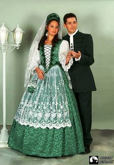The traditional costume is coming back into use for wedings, time and again in Hungary Traditional Wedding, Traditional Dresses, Folklore, Costumes Around The World, International Clothing, Hungarian Embroidery, Ukraine, Folk Costume, World Cultures