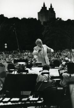 Kurt Masur conducts the New York Philharmonic in a 1993 Concert in the Park. Photographer: Chris Lee. Courtesy of NYP Archives.