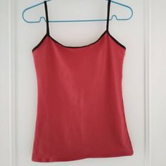 """Laëtitia Simonnet on Instagram: """"Cette semaine, j'ai décidé de m'exercer à coudre du jersey !  Vêtement 1 : un caraco. J'en porte beaucoup l'hiver sous les pulls mais dans…"""" Laetitia, Pulls, Basic Tank Top, Athletic Tank Tops, Camisole, Vest, Pdf, Pattern, Free"""