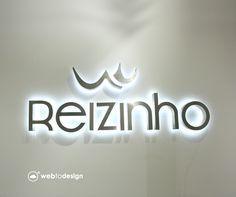 Letras monobloco Reizinho #reizinho #3d #logo #design #brand #id #wall #light #led #homedecoration #shopdecoration #shopping #adv #pub #publicidade