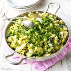 Perunasalaatti ei kaipaa raskasta majoneesipohjaista kastiketta, vaan kevyempi on parempi minun mielestäni.