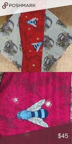 9867e24f522415 Unicorn Lularoe leggings Red flowers with light blue bumblebees. I love  these but I'