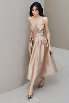 Classy Dress, Classy Outfits, Chic Outfits, Dress Outfits, Fashion Dresses, Satin Midi Dress, Satin Dresses, Vestidos Vintage, Pretty Dresses