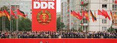 Leben in der DDR: Rote Fahnen, leere Regale