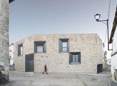Peraleda House  / Losada García