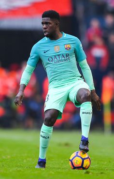 Samuel Umtiti of FC Barcelona runs with the ball during the La Liga match between CA Osasuna and FC Barcelona at Sadar stadium on December 10, 2016 in Pamplona, Spain.
