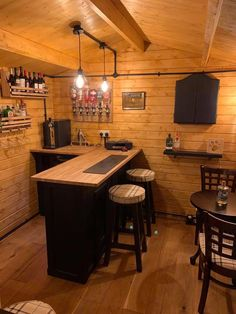 Mini Bar At Home, Diy Home Bar, Home Pub, Bars For Home, Garden Bar Shed, Hot Tub Garden, Home Bar Plans, Indoor Jacuzzi, Home Bar Rooms