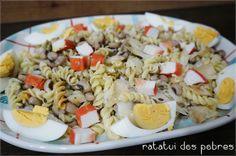 Salada fria de massa, bacalhau, ovo e delícias