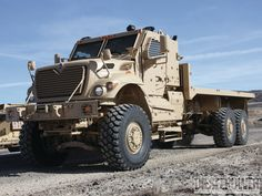 1306dp-03+june-2013-military-power-navistar-defense-maxxpro-dash-dxm+6x6-flatbed-truck.jpg (1600×1200)