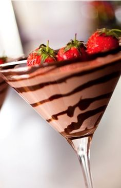 Chocolate Covered Strawberry Martini cocktail glass, chilled 1 oz Godiva Chocolate liqueur 1 oz White Creme de Cacao oz Stoli Strasberi vodka 2 oz half and half strawberry, garnish chocolate syrup, garnish Strawberry Martini, Strawberry Recipes, Yummy Drinks, Yummy Food, Delicious Recipes, Chocolate Covered Strawberries, Frozen Strawberries, Kakao, Martini Recipes