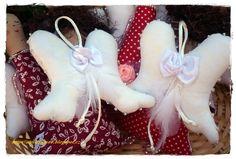 Andělská křídla malých andělíčků,zdobené perličkami a peříčky.