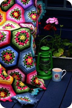 Coco Rose Diaries: Crochet Afghan Love the colors! Crochet Motifs, Crochet Quilt, Crochet Squares, Crochet Patterns, Granny Squares, Crochet Blankets, Hexagon Crochet, Crochet Blocks, Hexagon Quilt