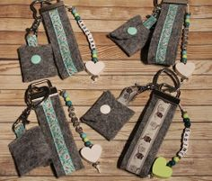 Wallet 2020 – The Best Wallet Ideas Are Here Felt Ornaments Patterns, Diy Wallet, Diy Keychain, Felt Diy, Key Fobs, Key Rings, Fashion Dolls, Sewing Projects, Personalized Items