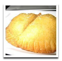 Empanadas with strawberry or pineapple filling for an authentic mexican dessert recipe. A Strawberry Pineapple combo would be yummy! Mexican Snacks, Mexican Dessert Recipes, Mexican Dishes, Sweets Recipes, Snack Recipes, Cooking Recipes, Spanish Desserts, Just Desserts, Delicious Desserts