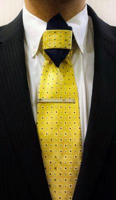 The double edged Greek Knot Mens Hottest Fashion, Mens Fashion, Different Tie Knots, Beard Suit, Fancy Tie, Best Knots, Tie Styles, Men's Wardrobe, Groom Style
