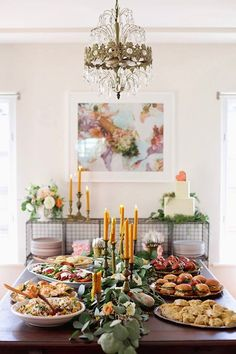 5 Tips For a Stress-Free Housewarming Party. So simple and obvious but literally - Shared Hosting - 5 Tips For a Stress-Free Housewarming Party. So simple and obvious but literally helped me a ton. Fingers Food, Decoration Buffet, Festa Party, Partys, Party Entertainment, Holiday Parties, Party Planning, Party Time, House Warming