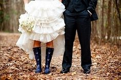 rain boots    Rainy wedding   Sposa bagnata...sposa fortunata! http://theproposalwedding.blogspot.it/ #rain #rainy #wedding #fall #autumn #umbrella #autunno #pioggia #matrimonio #ombrello