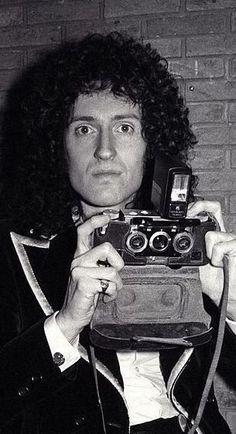 Brian May of Queen. Queen Brian May, I Am A Queen, Queen Queen, Cool Bands, Great Bands, Roger Taylor, Estilo Rock, Queen Photos, We Will Rock You