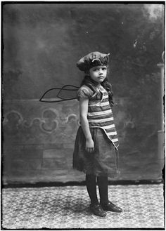 The Original Bee Girl with Vintage Bee Costume Antique Photos, Vintage Pictures, Vintage Photographs, Old Pictures, Vintage Images, Old Photos, Vintage Bee, Vintage Fairies, Looks Vintage