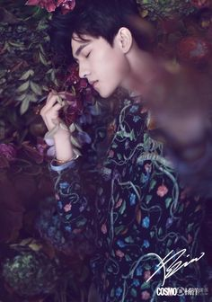 A date with Yang Yang in the midnight garden of flowers