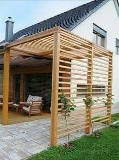 wooden outdoor shade structure for small corner areas Diy Pergola, Outdoor Pergola, Pergola Plans, Pergola Kits, Backyard Patio, Backyard Landscaping, Modern Pergola, Corner Pergola, Pergola Roof