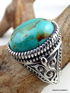 Beautiful 925 sterling silver ring decorated with a MOHAVE TURQUOISE ring The stone measures 1.7 cm long by 1.3 cm wide. Made entirely by hand by a tradesperson. The photo showing the range ring is made with a womans hand! The ring you will receive will be slightly different from
