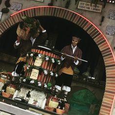 """ Este vino al esposo vuelve viril y amoroso""  Olé #feriadeabril #folklore #colors #sevilla #catalunya #vino #vinotinto   via Instagram http://ift.tt/2qgG9lt"