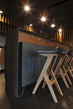 Departamento Canelos,© Frank Lynen #DepartamentoModerno Woodworking Furniture, Woodworking Plans, Bar Furniture, Furniture Design, Furniture Outlet, Discount Furniture, Etagere Design, Designer Bar Stools, Chaise Bar