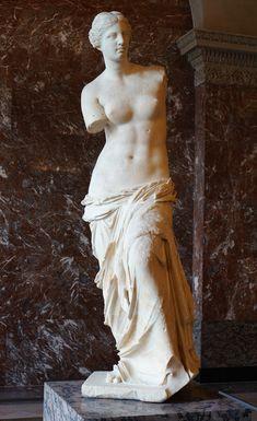 Venus de Milo (Aphrodite of Milos) inside the Louvre Apollo Statue, Poseidon Statue, Statue Of Liberty Drawing, Hercules Statue, Aphrodite Goddess, Greek Goddess Statue, Aphrodite Aesthetic, Statue Antique, Venus De Milo