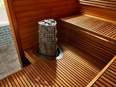 Sauna Harvia z wykończeniem Futura. Sauna ogrzewana piecem z serii Kivi. Saunas, Basement Sauna, Sauna Room, Swedish Sauna, Finnish Sauna, Japanese Sauna, Electric Sauna Heater, Indoor Sauna, Sauna Design