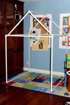PVC Pipe Fort/Playhouse Tutorial - I just might switch R's Christmas present from a teepee to a PVC playhouse! Pvc Pipe Projects, Projects For Kids, Diy For Kids, Craft Projects, Lathe Projects, Pvc Fort, Pvc Pipe Fort, Pvc Playhouse, Kids Crafts