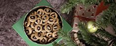 Najlepšie medovníčky/The best gingerbread - recipe Gingerbread, Christmas Ornaments, Holiday Decor, Recipes, Ginger Beard, Christmas Jewelry, Ripped Recipes, Christmas Decorations