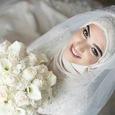 "Hijab Wedding: Our beautiful bride""Sara"" – Beauty Shares Bridal Hijab, Wedding Hijab, Headpiece Wedding, Wedding Bridesmaids, Muslimah Wedding Dress, Muslim Wedding Dresses, Muslim Brides, Muslim Girls, Arab Bride"