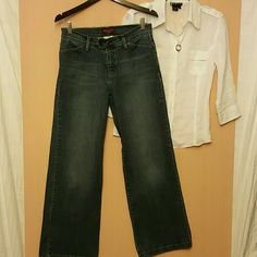 Levi's Wide Leg Awesome jeans! 99% cotton 1% spandex. Tab top closure. 31 inch inseam Levi's  Jeans