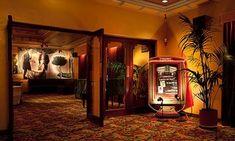 Astor Theatre Melbourne - Old school cinema New Cinema, Cinema Film, Cinema Experience, Melbourne Art, Point Break, St Kilda, Beach Pictures, Neon Lighting, Sirens
