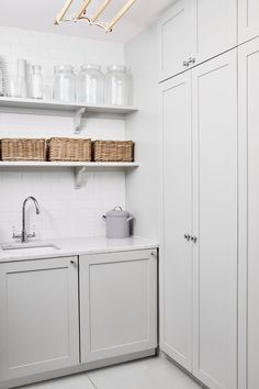 Small Laundry Rooms, Laundry Room Design, Utility Room Designs, Utility Cupboard, Laundry Room Inspiration, Interior Inspiration, House Extension Design, Kitchen Utilities, Linen Closet Organization