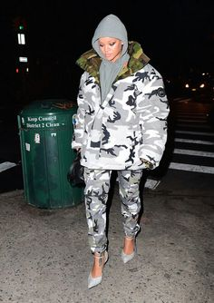 0ff2d53f9ab February 6  Rihanna out in NYC Rihanna Work