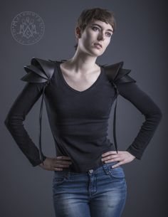 Recycled rubber Shoulder armor / shoulder pads / Pauldron Shoulder piece / Edgy sculptural eco fashion spaulders / Road warrior - These are made with tractor inner tubes. Shoulder Armor, Shoulder Pads, Mode Cyberpunk, Mode Statements, Pauldron, Recycled Rubber, Mode Style, Burning Man, Mens Fashion